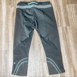 LuluLemon Black Teal Run Crop Leggings Sz